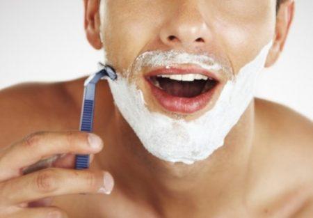 Come far durare a lungo le lamette del rasoio usa e getta